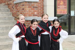 4 girls in croatian dance costume