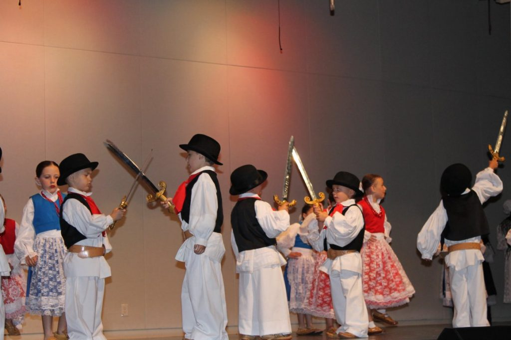 American Zagreb Junior Tamburitzans kids dancing